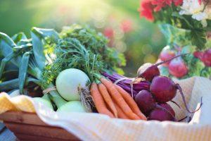 ovocie a zelenina v kosiku